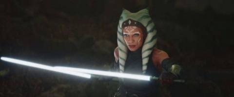 Rosario Dawson as Ahsoka Tano in The Mandalorian holding two white lightsabers
