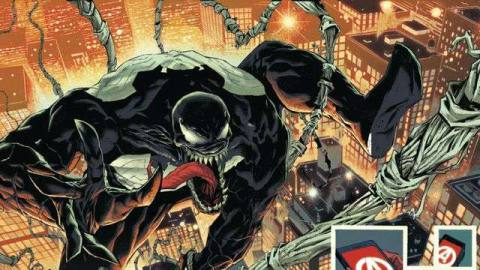 Venom swings across New York City, as the Avengers issue evacuation orders to all citizens, in King in Black #1, Marvel Comics (2020).