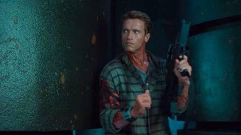 Schwarzenegger holds a gun in Total Recall